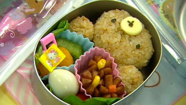 Bữa ăn trưa của trẻ em Nhật