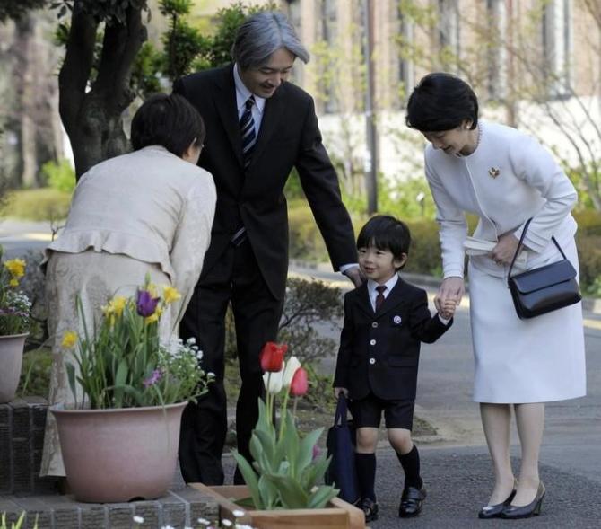 Trẻ em Nhật được dạy cúi chào